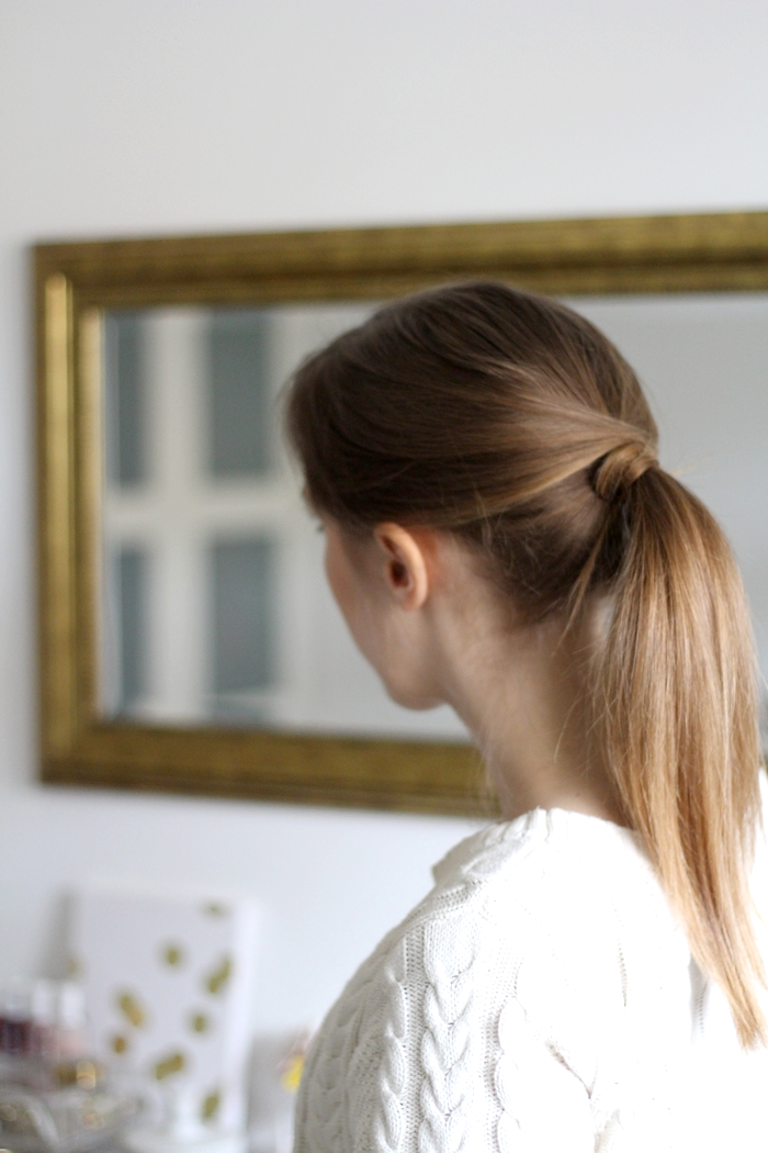 easy hairstyles criss-cross ponytail // provinzkindchen.com