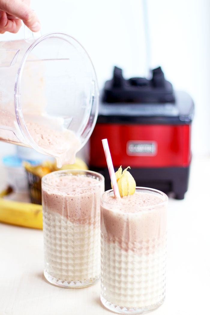 superfood smoothie with honey and cherries // provinzkindchen.com