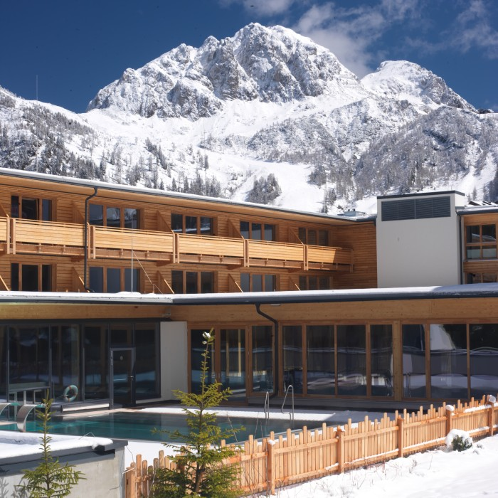 4436_b_hotelansicht-winter