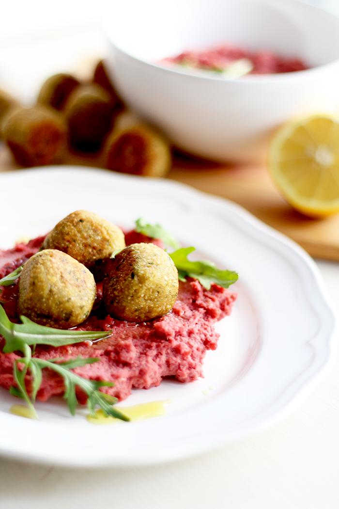 Hummus mit roten Rüben und Falafel 2