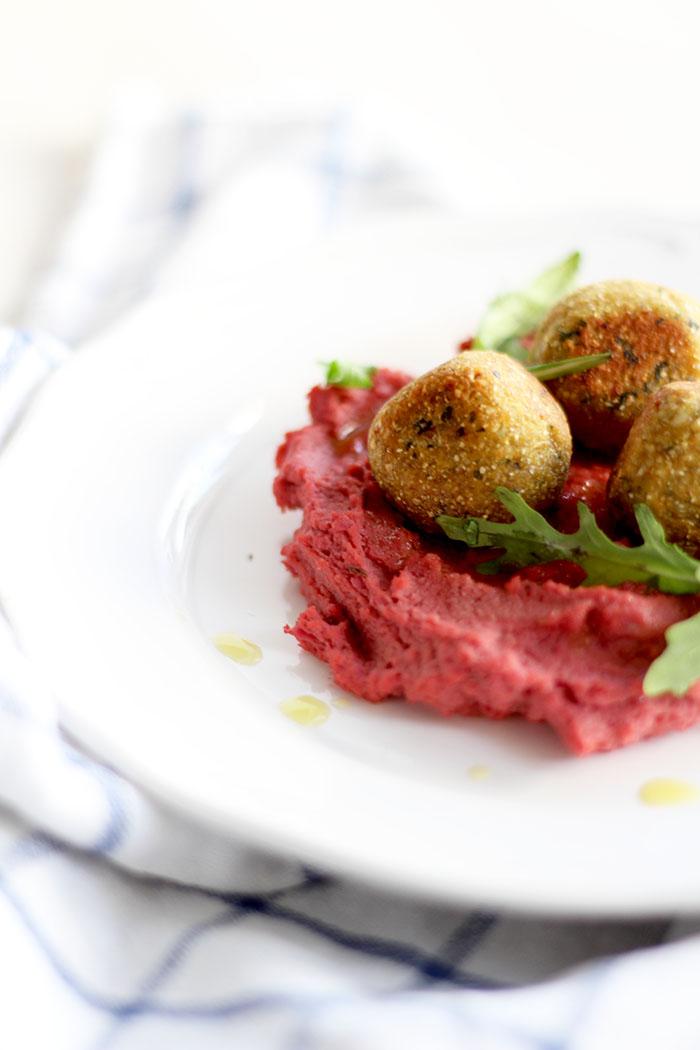 Hummus mit roten Rüben und Falafel 3