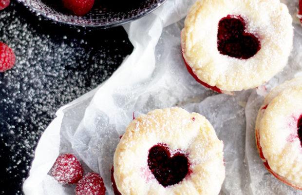Valentinstag Mini Pies mit Himbeeren