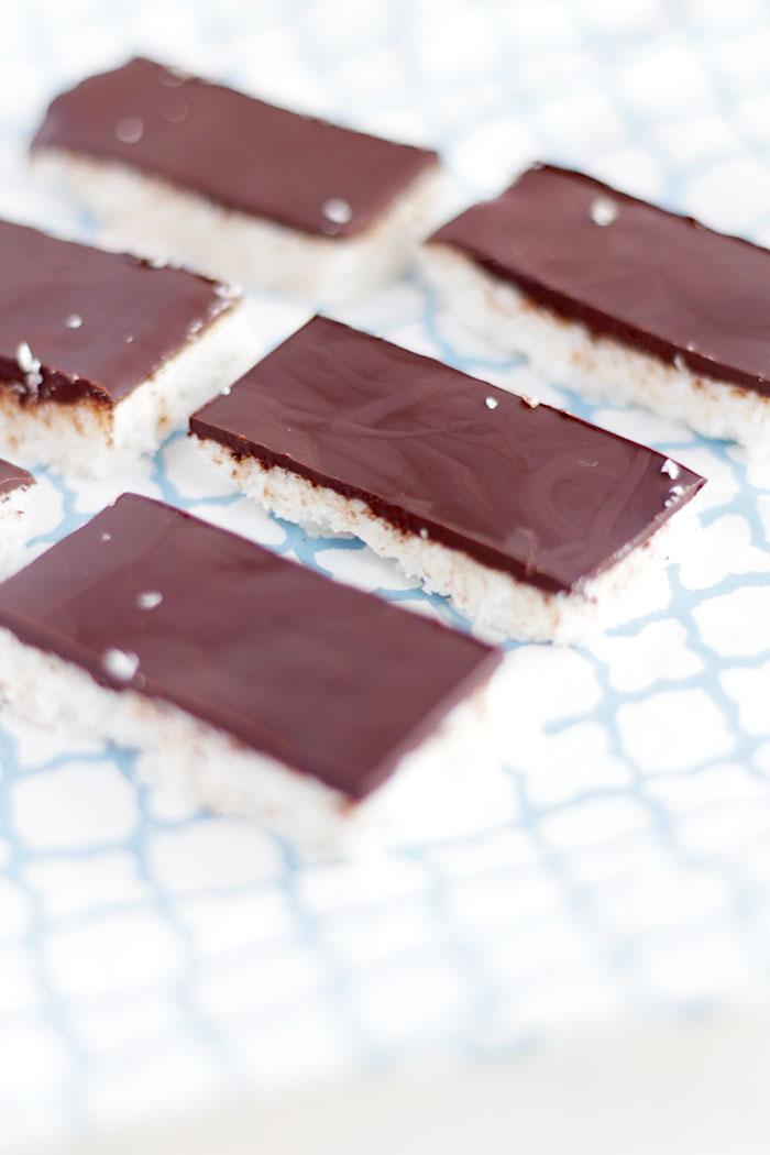 kokosriegel mit schokolade zuckerfrei