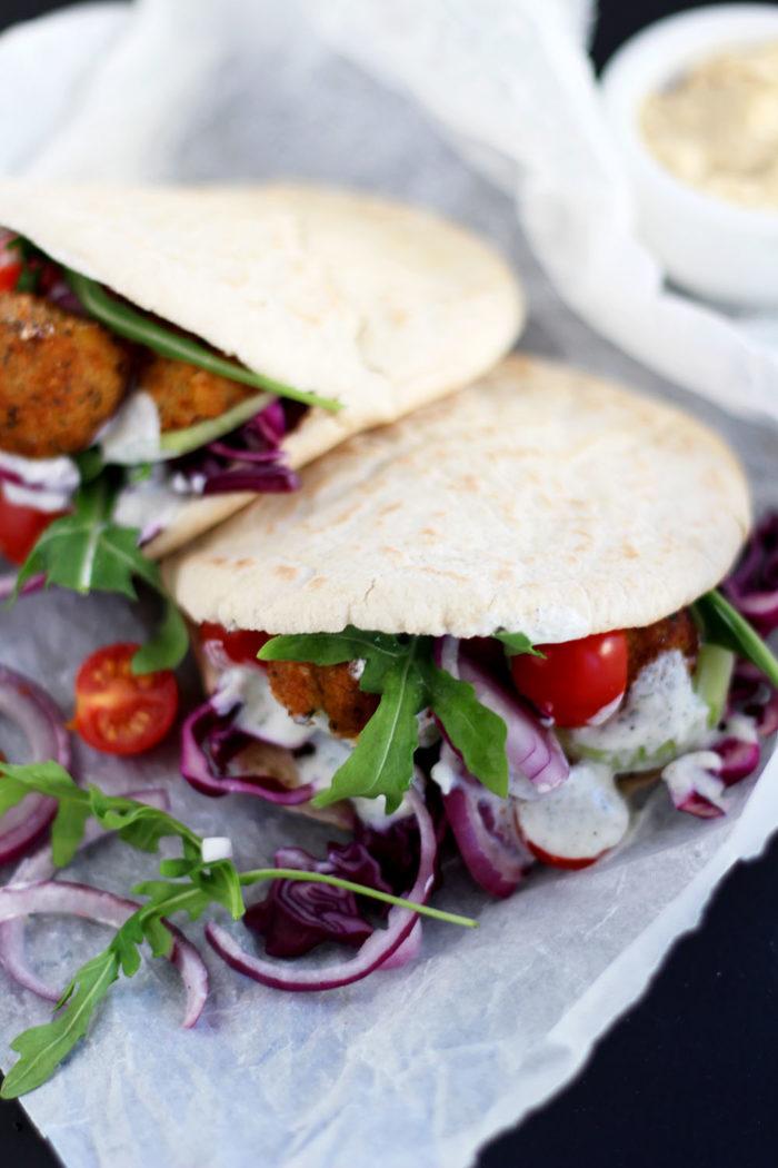 Schnelle Veggie Pita mit Falafel