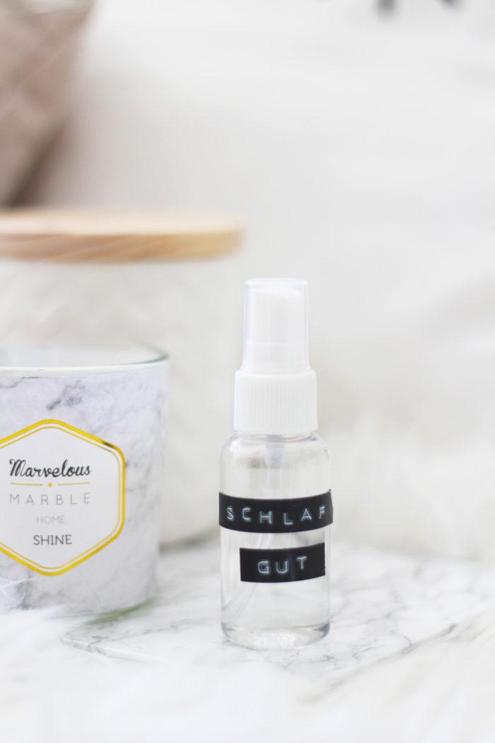 Lavendel Pillow Spray selber machen + 4 gratis Prints für dein Schlafzimmer