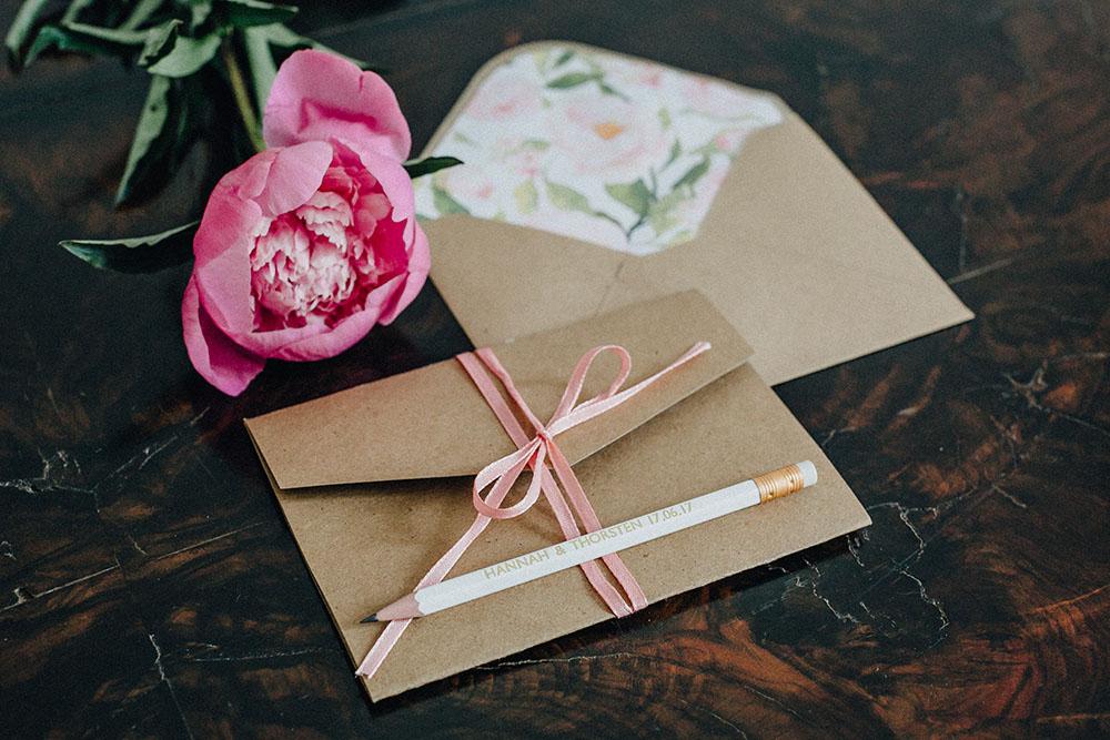 Hochzeit: Pocketfold Karten selber basteln + Video-Tutorial | Foto: Nicole Frieda Photography